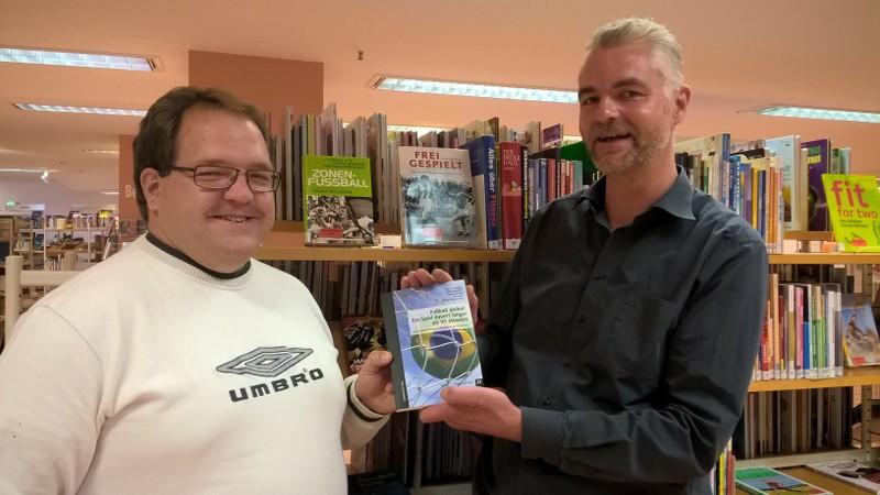 """Buch """"Fußball global"""" für breites Publikum"""